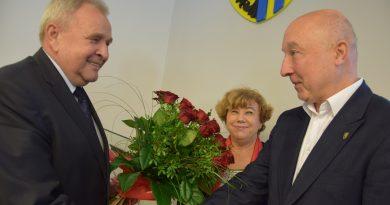 Wręczenie kwiatów, składanie gratulacji