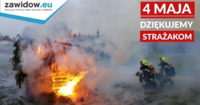 Strażacy w akcji gaśniczej, logo miasta, data i napis: Dziękujemy strażakom