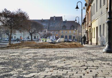 Rynek w Zawidowie. Zobacz, jak wygląda Plac Zwycięstwa pod koniec listopada