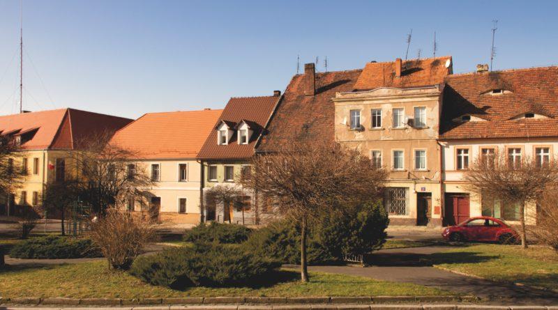 Zdjęcie kamienic na zawidowskiej starówce